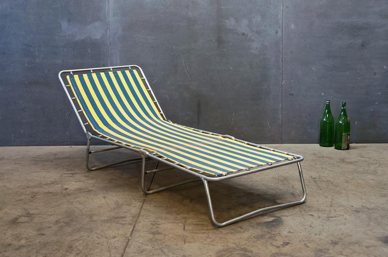 Chaise factory vauzelle id e inspirante for Peinture beton terrasse exterieur